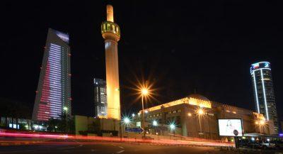 305 400x217 - المؤسسات والمباني الحكومية تتزين بأعلام الكويت بمناسبة الأعياد الوطنية