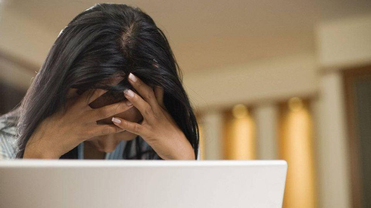 FEF3MHMZHBBQDIUPF2HUJHGTRU - دراسة بريطانية: ساعات العمل الطويلة تهدد النساء بأمراض الإكتئاب
