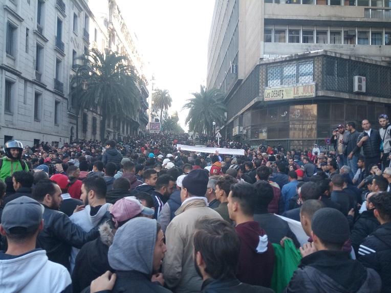 IMG 20190222 170515 - الشعب الجزائري ينتفض بطريقة سلمية ويحتج على ترشح بوتفليقة لعهدة خامسة