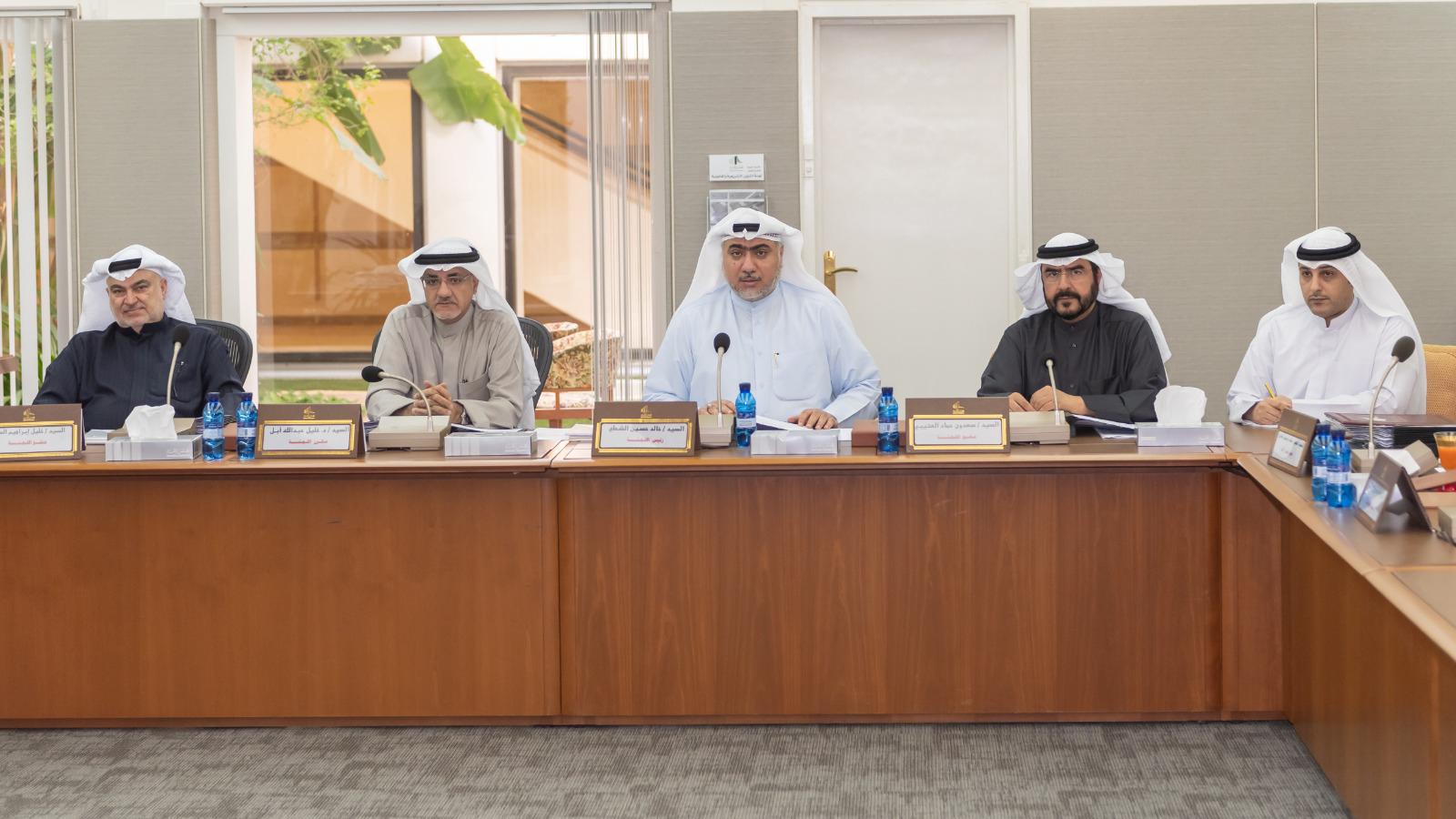 اللجنة التشريعية البرلمانية - التشريعية البرلمانية توافق على قانون لتنظيم مجلس إدارة مؤسسة البترول