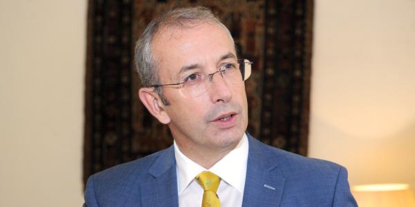 لوغو 46 - السفير البريطاني: تجمعنا علاقة تاريخية مع الكويت وسنواصل تعزيز التعاون الدفاعي