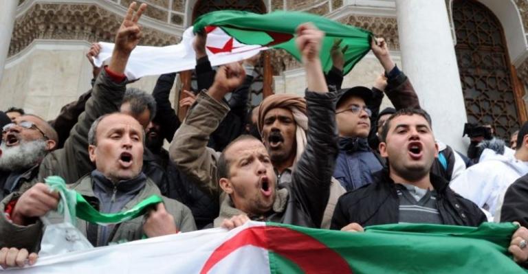eed86d68866c6394321249640799e613 XL - مظاهرات سلمية وعصيان مدني ...هل يرضخ النظام الجزائري ؟