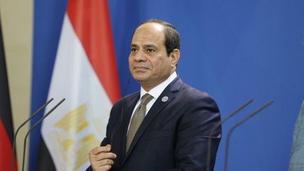 السيسي2 - السيسي يطالب موكب عالمي خلال نقل المومياوات الملكية لمدينة الفسطاط