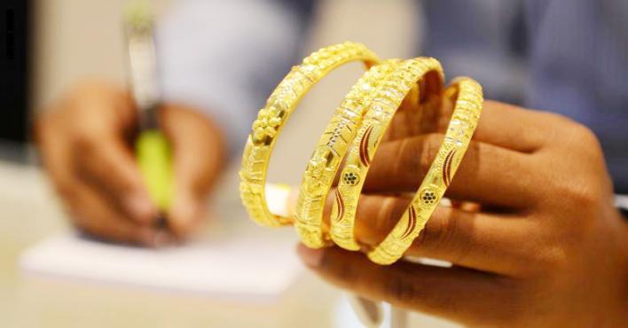 انخفاض أسعار الذهب إلى أدنى مستوياتها خلال أكثر من 3 أسابيع - الذهب قرب أدنى مستوى في 4 أشهر مع تعزز الدولار بموقف المركزي
