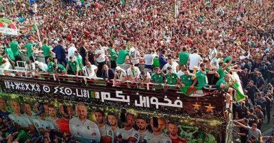 FB IMG 1563647946098 400x209 - صور خاصة: استقبال غير عادي للمنتخب الجزائري بعد عودته باللقب