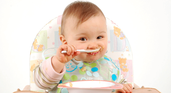 اكل الطفل - أبرز 10 أطعمة ضرورية لصحة دماغ الطفل
