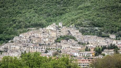 5d7a2bb34c59b7379c0ba45c - مدينة إيطالية تمنح من يعيش فيها 700 يورو شهريًا