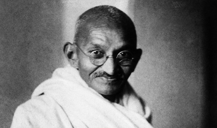 غاندي - في ذكرى ميلاده الـ150.. مجهولون يسرقون جزء من رفات غاندي من نصبه التذكاري