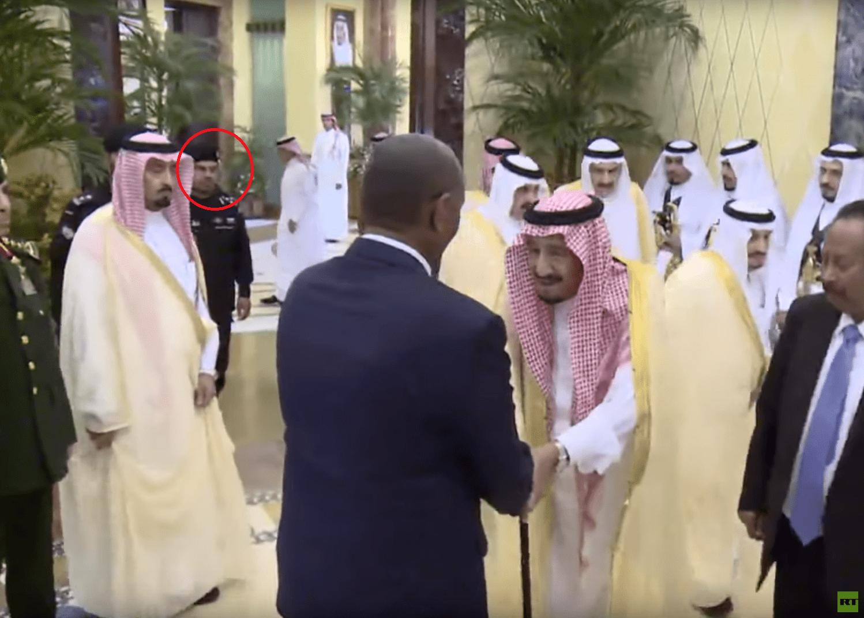 26 - فيديو.. أول ظهور للحارس الشخصي الجديد للعاهل السعودي