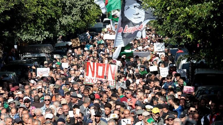 5de120b84236040f507a8b44 - تقرير برواز: المظاهرات تستمر في الجزائر، والشعب منقسم حول انتخابات 12 ديسمبر المصيرية