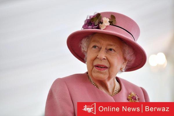 2.56066956.jpg - ملكة بريطانيا تظهر لأول مرة بدون قناع حماية