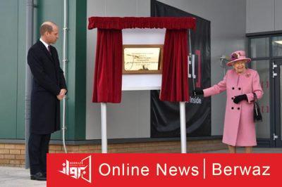 image 400x266 - ملكة بريطانيا تظهر لأول مرة بدون قناع حماية