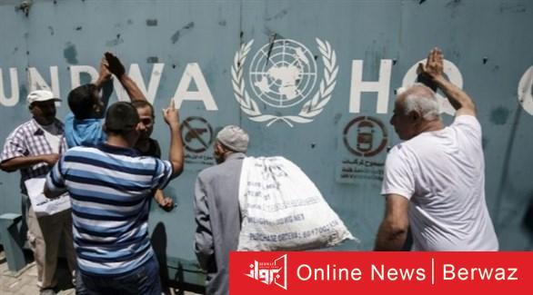 فلسطينيون أمام أحد مراكز أونروا في غزة أرشيف - أونروا تحذر من أسوأ أزمة مالية في تاريخ الأمم المتحدة في غزة ولبنان
