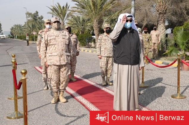 وزير الدفاع الكويتي - وزير الدفاع الكويتي يقوم بزيارة قاعدة محمد الأحمد البحرية