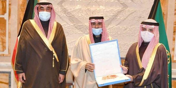 9t4emsu7 1 - سمو الأمير يكرم  وزير الخارجية بوسام الكويت ذو الوشاح من الدرجة الأولى