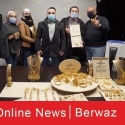 أحمد أبوسنينة 250x250 - صاحب شركة يكافئ موظفيه بتوزيع الذهب والمجوهرات عليهم