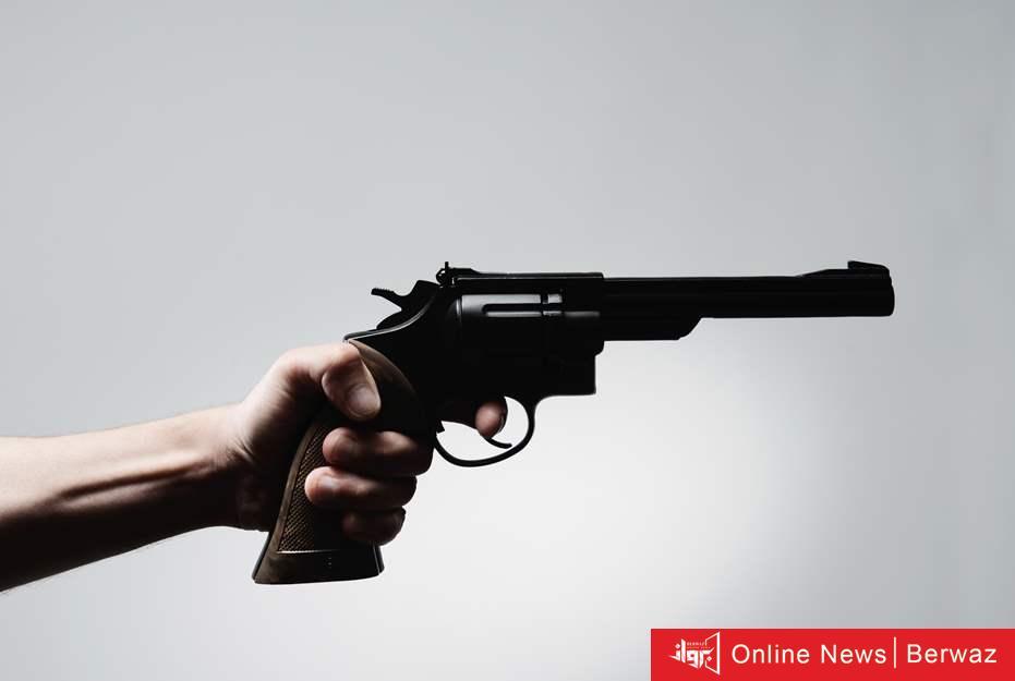 سلاح ناري - البحث عن شخص أشهر سلاح ناري على شرطي وهدده بالقتل