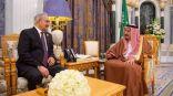 الملك سلمان يستقبل قائد الجيش الليبي