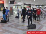 الآلاف يعودون لبلدانهم: مغادرة رحلات إخلاء الوافدين من الكويت