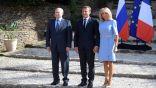 الرئيس الفرنسي يتسبب في ألم لزوجته على المباشر