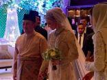 ولي عهد ماليزيا يعقد قرانه بحسناء سويدية والهدايا إلى دور الأيتام