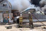 فرق الإطفاء تسيطر على حريق في مستودات منطقة الصليبية الزراعية