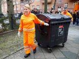 وزيرة الأسرة الألمانية تحتفل بجمع القمامة