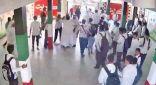 النيابة تحجز ولي أمر وأبنائه لإعتدائهم على مُعلّم داخل مدرسة