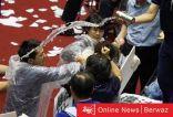 بالصور| تحول البرلمان الإيراني لساحة اشتباكات وضرب بين النواب والشرطة