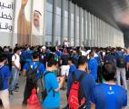 إقبال كبير على المطار من جماهير الأزرق